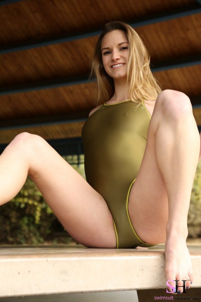 Stephanie-SwimsuitHeaven-10