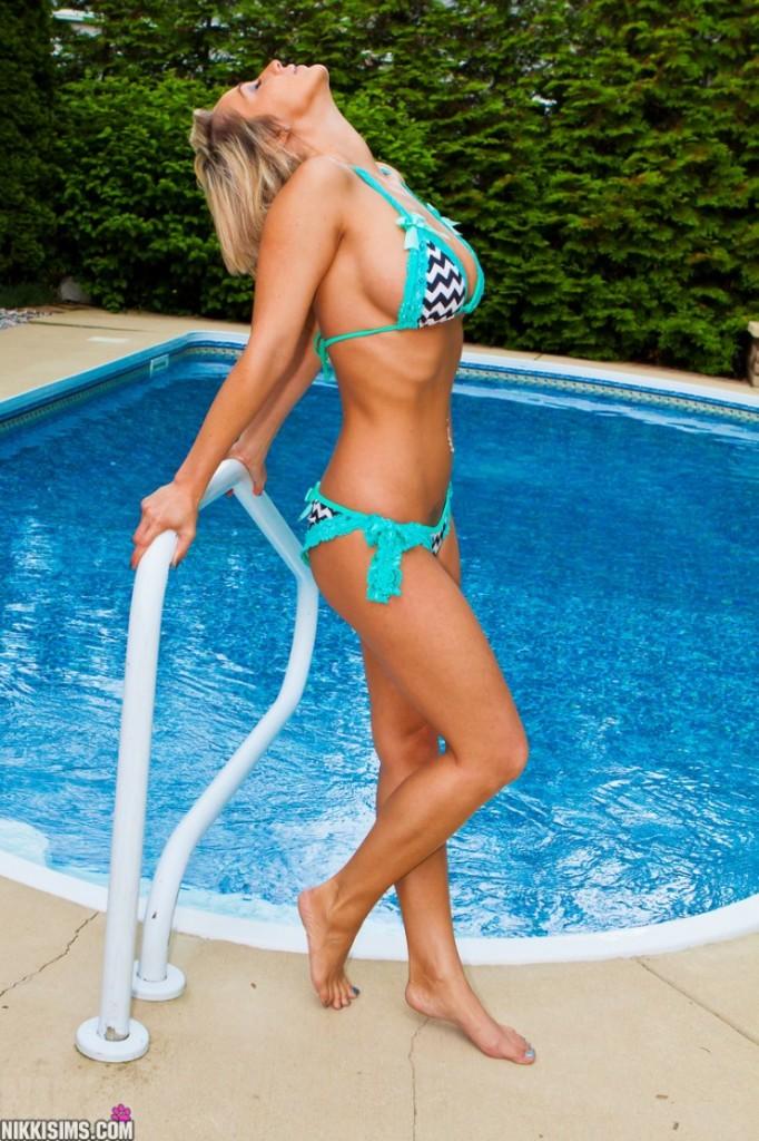 Nikki-Sims-Bikini-1