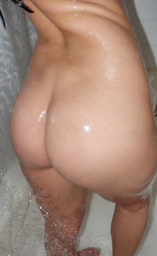 Kari Sweets Naked in the Bathtub