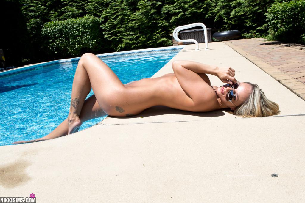 Nikki-Sims-Bikini-12