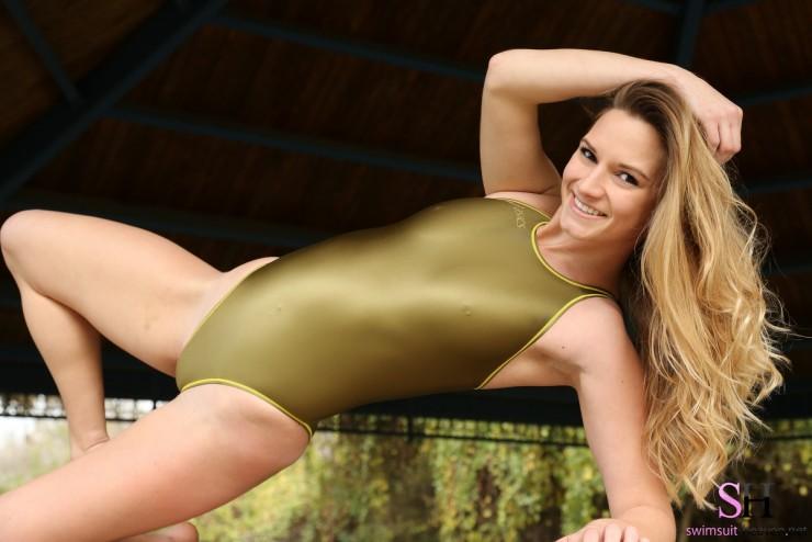 Stephanie-SwimsuitHeaven-6